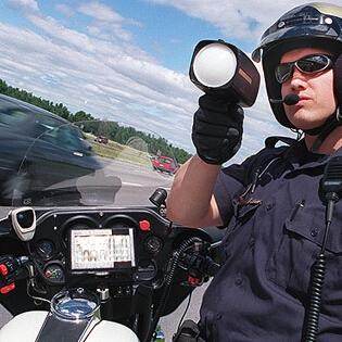 美国5款最佳警车探测器推荐!开车避免罚单神器