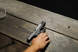 德州买枪流程!21岁以上可公共场合持枪无须许可